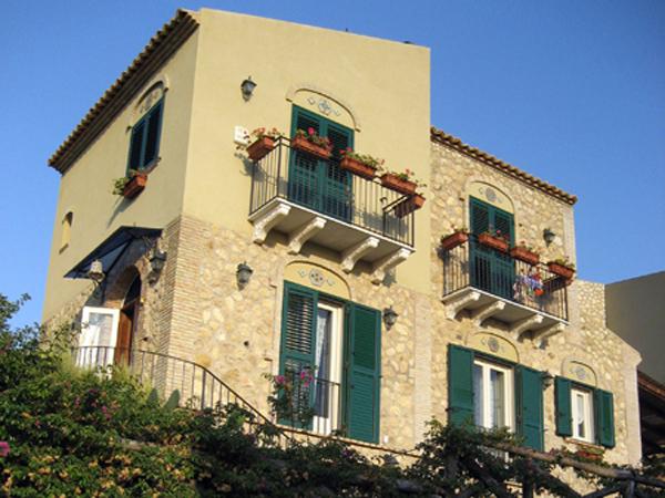 Licata - Facciate di case colorate ...